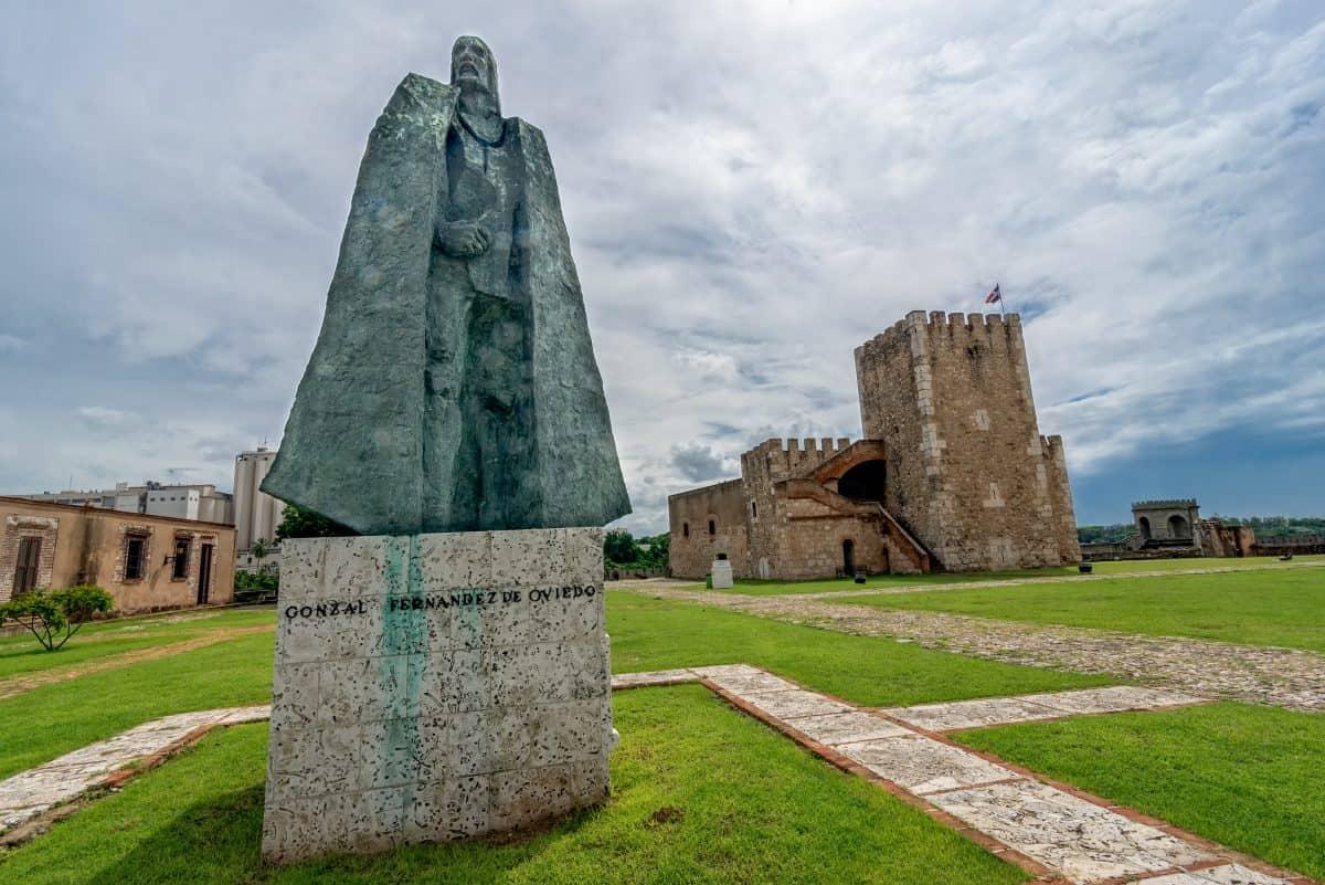 Statue of Gonzalo Fernandez de Oviedo in front of fortress in old part of Santo Domingo