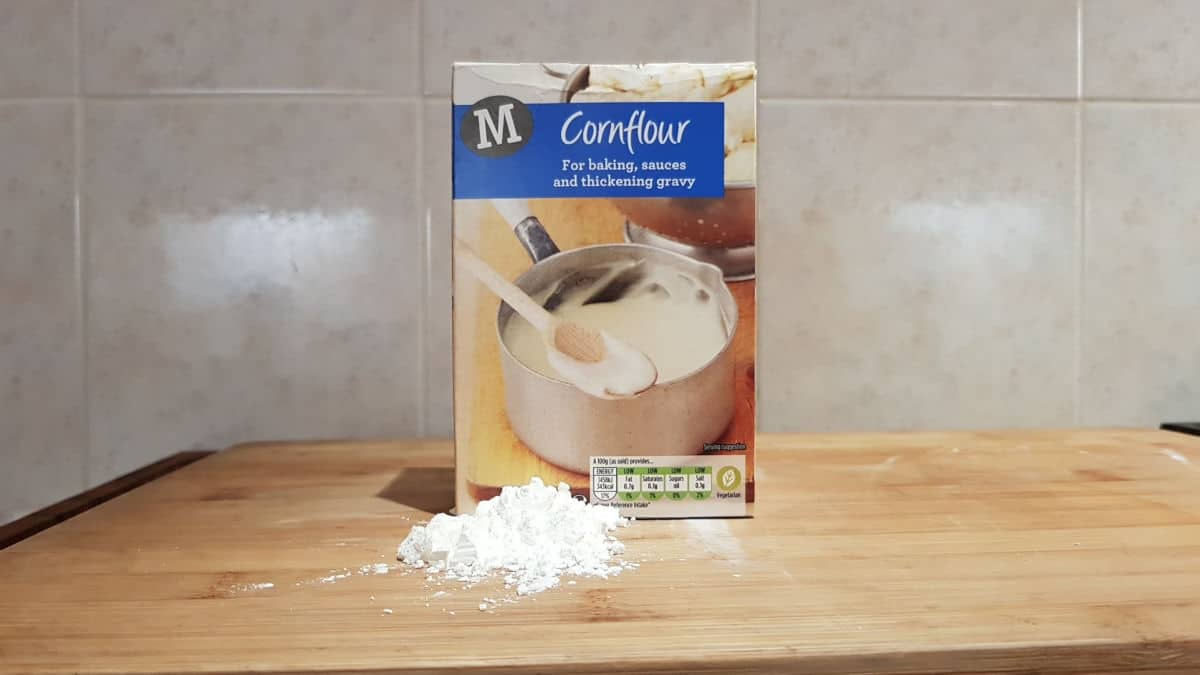A box of cornstarch used to thicken sauces