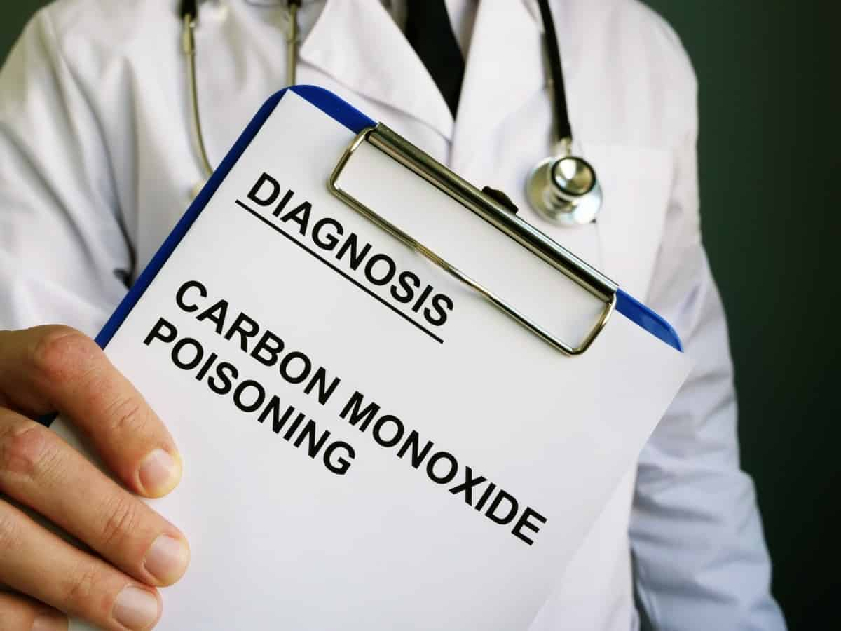 Doctor holding clipboard with diagnosis Carbon monoxide poisoning written on it