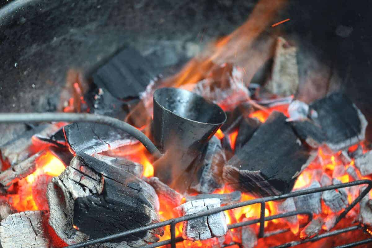 A flambadou heating in hot coals