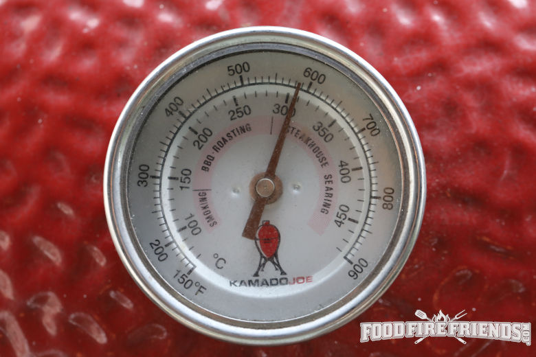 Close up of kamado joe temperature gauge showing 600 degrees Fahrenheit