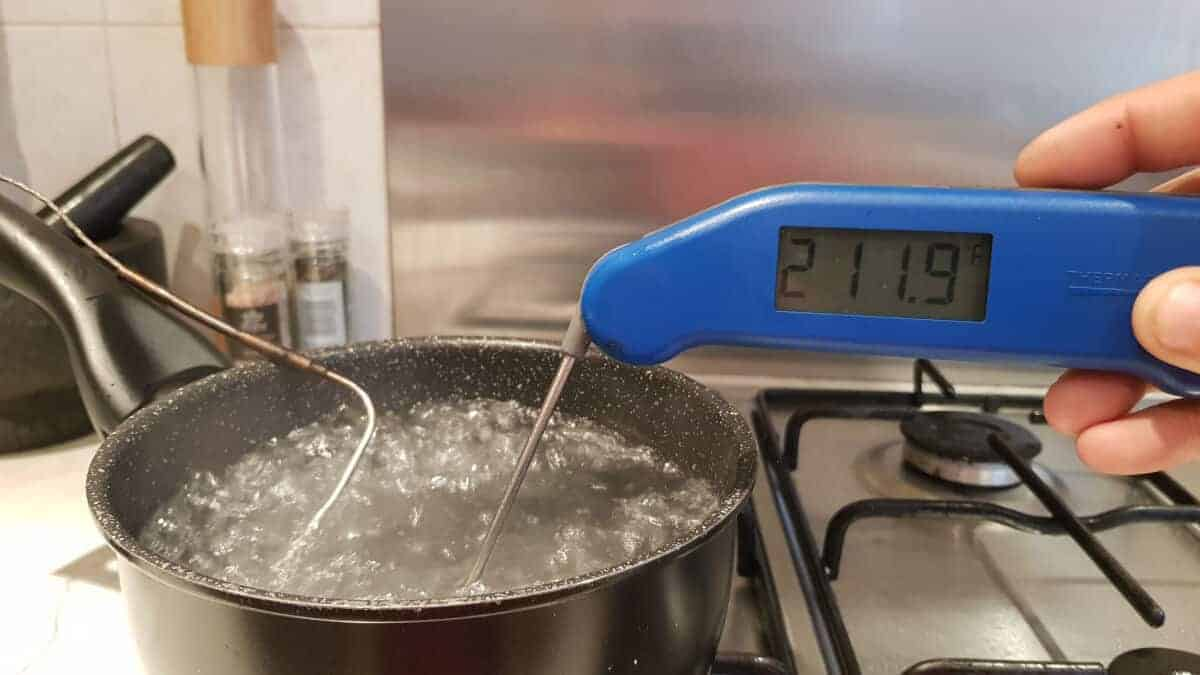 Thermapen MK3 reading 211.9F while inserted into boiling water