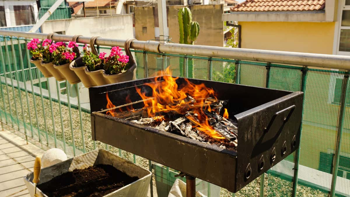 7 Best Small Grills For Apartments Balconies Small Patios And Rooftops