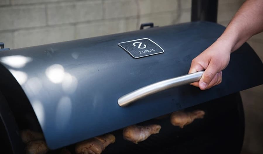 z grills showing logo on lid